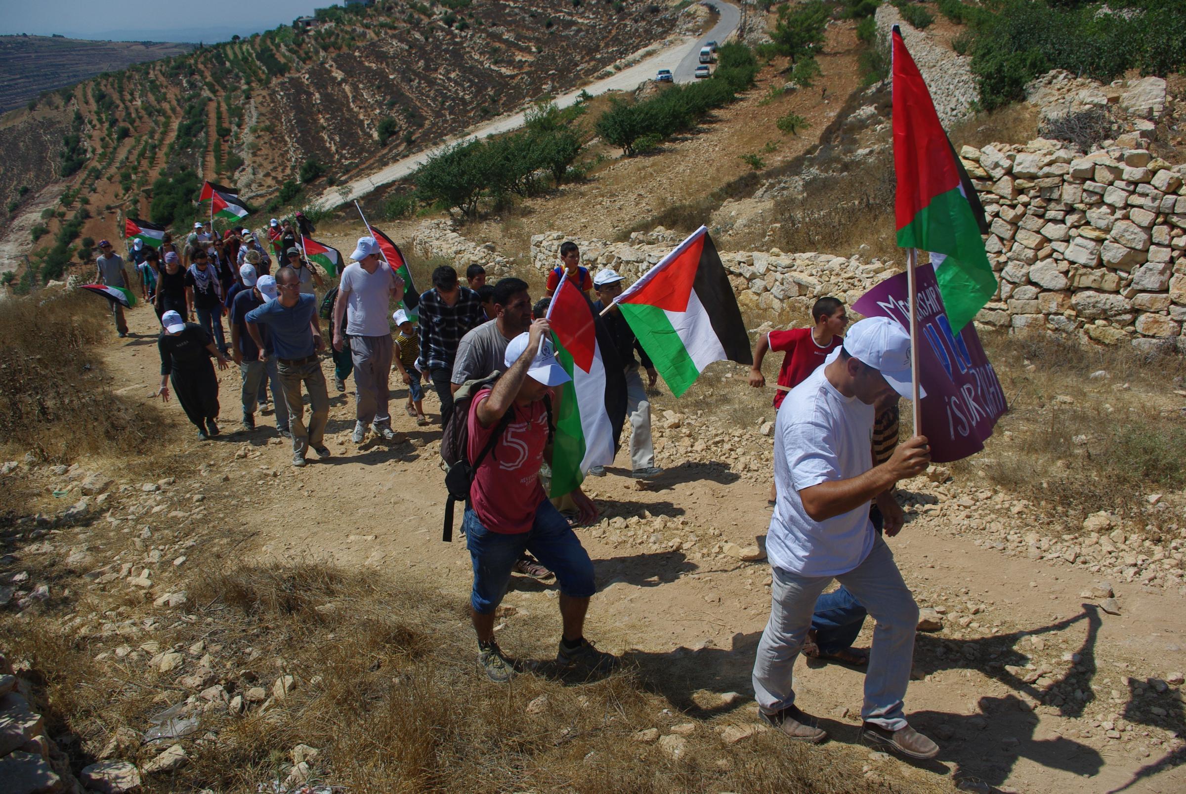 Palestiinalaiskylän rauhanaktivistit uhmaavat miehitystä